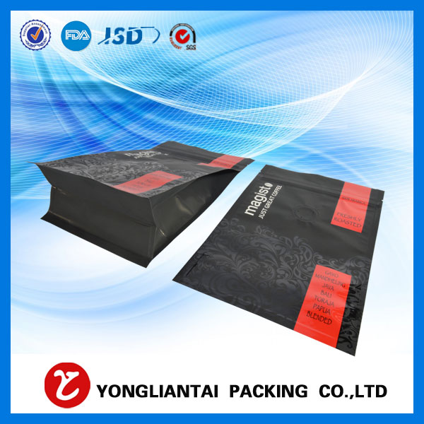Quad seal gusseted bags with zipper
